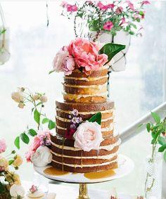 Da série de comer com os olhos 💕 via @modernweddingmagazine  #weddingcake #cake #bolodecasamento #tartadeboda #nakedcake #cakedesign #weddingday #weddinginspiration #inviteweddings #invitecake #invite #inviteeventos