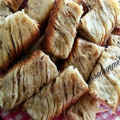 Burma burli with walnut Snacks, Snack Recipes, Cooking Recipes, Zuchinni Bread, Turkish Recipes, Ethnic Recipes, Turkish Kitchen, Sweet Bread, Food And Drink