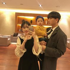 Image may contain: 3 people, indoor Ulzzang Kids, Ulzzang Couple, Korean Babies, Asian Babies, Cute Family, Family Goals, Cute Kids, Cute Babies, Couple With Baby