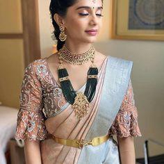 Wedding Saree Blouse Designs, Pattu Saree Blouse Designs, Half Saree Designs, Fancy Blouse Designs, Stylish Blouse Design, Simple Lehenga, Bridal Sarees, Blouse Patterns, Jewellery