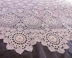 Totally beyond my skill level, but so so gorgeous. Maybe someday. Crochet Potholders, Crochet Tablecloth, Crochet Doilies, Crochet Motif Patterns, Baby Knitting Patterns, Crochet Home, Irish Crochet, Bruges Lace, Lacemaking