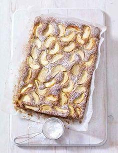 Spiced Dorset Apple Traybake - Mary Berry - The Happy Foodie Tray Bake Recipes, Baking Recipes, Cake Recipes, Dessert Recipes, Tea Recipes, Pumpkin Recipes, Great British Bake Off, Winter Cakes, Apple Traybake