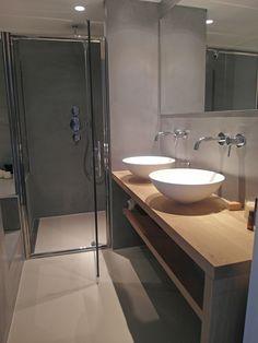 Microcement badkamer Amsterdam Mooie combinatie van een gietvloer en microcement wanden. #microcement #badkamer #gietvloer