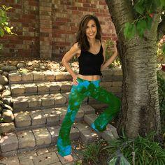 Blue Green Fern Tie Dye Yoga Pants 32 inseam Sizes Hand Dyed in the USA by Splash Dye Studio Tie Dye Bags, Tie Dye Colors, Tie Dye Outfits, Tie Dye Designs, Yoga Poses For Beginners, Morning Yoga, Yoga Wear, Yoga Inspiration, Yoga Pants