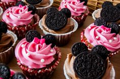 Mickey & Minnie Mouse cupcakes #cupcake #mouse #bakery