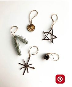 Nature Ornaments - Planted in the Woods Natural Ornaments - .- Nature Ornaments – Planted in the Woods Naturverzierungen – im Wald gepflanz… Nature Ornaments – Planted in the Woods Natural ornaments – planted in the forest - Noel Christmas, Simple Christmas, Winter Christmas, All Things Christmas, Christmas Crafts, Natural Christmas Decorations, Natural Christmas Ornaments, Diy Christmas Tree Decorations, Diy Decorations For Home