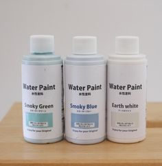 セリアで買える水性塗料。アーストーンやスモーキーカラーなど、使いやすい色が揃っています。ちょっとしたDIYにぴったりのサイズなのも◎