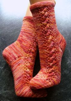 Froschkönig by Sonja Köhler (german) - free Smart Women Never Go for Boring Socks, Do You? Baby Boy Knitting Patterns, Baby Patterns, Baby Knitting, Crochet Patterns, Wool Socks, Knitting Socks, Free Crochet, Knit Crochet, Crochet Market Bag