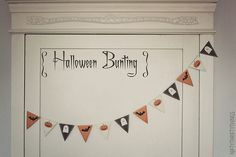 {free printable: halloween bunting & flags} by {nifty thrifty things} Diy Halloween Bunting, Halloween Party Decor, Holidays Halloween, Halloween Crafts, Holiday Crafts, Halloween Ideas, Preschool Halloween, Halloween Carnival, Happy Halloween