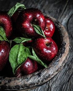 Pin by Leonie Hueber on Obst in 2020 Vegetables Photography, Fruit Photography, Still Life Photography, Fruit And Veg, Fruits And Vegetables, Fruits Photos, Apple Harvest, Beautiful Fruits, Fruit Art