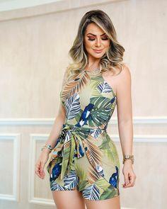 Macaquinho Paisagem 🌿no print tropical cheio de bossa! Look Fashion, Fashion Outfits, Womens Fashion, Casual Dresses, Casual Outfits, Cool Outfits, Summer Outfits, Outfit Trends, African Wear