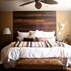 I Love The Color And Style Of Staining Used On The Headboard