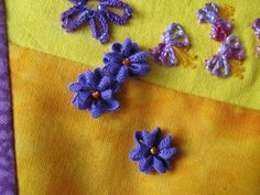 Threads and patches: Rick rack flowers: a tutorial Etsy Embroidery, Embroidery Monogram, Hand Embroidery Designs, Ribbon Embroidery, Fabric Ribbon, Fabric Flowers, Felt Flowers, Diy Flowers, Crochet Flowers