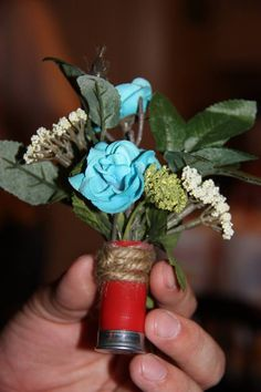 Shotgun Wedding Boutonniere... I would use some other kind of flowers/greenery but I love the bottom!