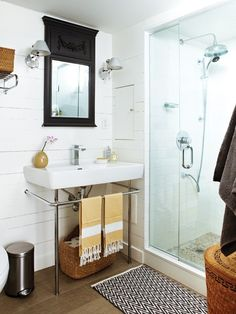 Cottage-Style Basement Bathroom // Photographer Angus Fergusson // House & Home June 2011 issue