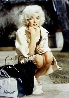 i love marilyn monroe and all her glamour ♥