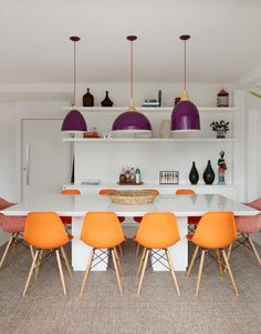 bright colors in the dining room #decor #salasdejantar #cores
