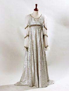 Свадебное платье Золушки, с выставки. Из фильма''Три орешка для Золушки''.