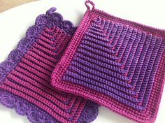 German Potholders By Cindasaur - Free Crochet Pattern - (ravelry)/ these look amazing! German Potholders By Cindasaur - Free Crochet Pattern - (ravelry)/ these look amazing! Crochet Hot Pads, Bag Crochet, Crochet Home, Crochet Crafts, Crochet Projects, Free Crochet, Crochet Potholder Patterns, Crochet Dishcloths, Crochet Squares