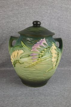 Roseville green Freesia cookie jar, - May 2012 Hull Pottery, Roseville Pottery, Pottery Vase, Ceramic Pottery, Ceramic Art, Mccoy Pottery, Ceramic Decor, Antique Pottery, Antique Glassware