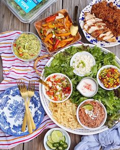 DIY Fajita Salad Board. - DomestikatedLife and Little Leaf Farms Meal Recipes, Dinner Recipes, Antipasti Platter, A Moveable Feast, Great Appetizers, 30 Minute Meals, Fajitas, Finger Foods, Farms