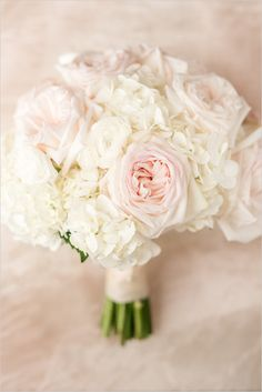 white and pink wedding bouquet @weddingchicks