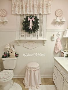 ~Sweet Melanie~: Merry Christmas...deck the bathroom?  Why not?  :)