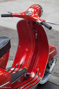 Vespa GTR in Rosso Corallo, O-Lack/Originallack, mit Km, Jg. Piaggio Vespa, Scooters Vespa, Vespa Bike, New Vespa, Lambretta Scooter, Scooter Motorcycle, Motorbike Girl, Motorcycle Shop, Motor Scooters