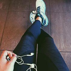Ein wunderbares Wochenende geht zu Ende. Und ich war wieder mal im #gym auf den #spinning Rädern unterwegs 🚲 ... wohl das beste Training für das Knie. Macht euch einen gemütlichen Sonntag 👍🏼 #training #gymtime #neverstoprunning #motivation #sports #bewegung #asics #runner #runnergirl #active