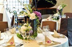 #tokugawaen#novarese#vressetrose#Wedding #japanese #table #Flower #guesttable#Bridal#徳川園# ブレスエットロゼ #ウエディング# 和風 #和装 # ゲストテーブル#トーション #テーブル # 花#テーブルコーディネート#ブライダル#結婚式#ナチュラル#ブレスエットロゼ名古屋#白#パープル Flower Table, Table Arrangements, Table Settings, Japanese, Table Decorations, Party, Wedding, Image, Home Decor