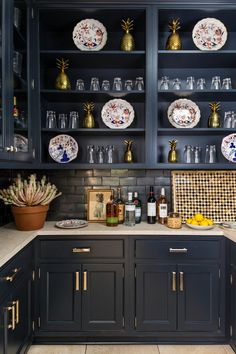Navy cabinets in the pantry at Southern Living Idea House -Charlottesville Bunny Williams Southern Living Magazine, Southern Living Homes, Country Living, Navy Cabinets, Upper Cabinets, Antique Plates, Vintage Plates, Butler Pantry, Cuisines Design