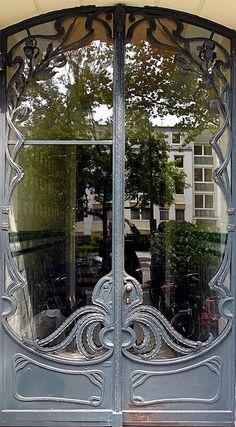 Art Nouveau Door in Hamburg-Eppendorf, Germany - Photo by Arnim Schulz by allisonn Cool Doors, Unique Doors, Knobs And Knockers, Door Knobs, Art Deco, Gates, Porches, Jugendstil Design, The Doors Of Perception