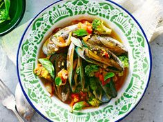 Mussels with Fresh Tomato Sauce and Broccoli - Mussels don't just taste great. They also have more than three times as much iron as a piece of steak.