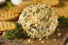 Bolitas de queso con nuez. | 14 Botanas con queso crema que puedes hacer en menos de 25 minutos