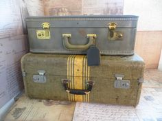 Hey, I found this really awesome Etsy listing at https://www.etsy.com/listing/190417688/large-vintage-tweed-suitcase-striped