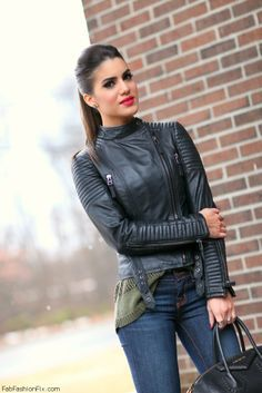 Camila Coelho chaqueta de cuero
