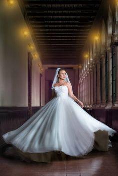Fotografia de nuntă trebuie să fie fabuloasă din toate punctele de vedere și emoțiile reflectate de imagini trebuie să fie aceleași cu cele trăite de voi în ziua evenimentului. Pentru asta, fiind fotograful vostru, mă implic emoțional în fiecare eveniment.  Îmi place să captez momentele și să le transpun într-o poveste. Povestea nunții voastre. Sunt cu siguranță cadre pe... Formal Dresses, Wedding Dresses, Ball Gowns, Instagram, Fashion, Dresses For Formal, Bride Dresses, Ballroom Gowns, Moda
