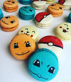 Pikachus pokebolas e charmanders.... #maymacarons #macarons #nossosmacarons #macaronspersonalizados