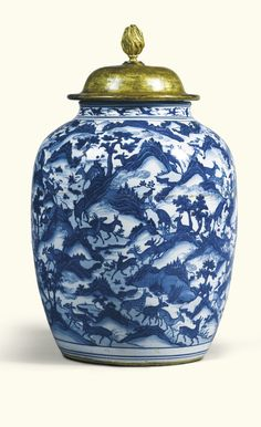 A large blue and white 'Hundred' deer vase<br>Ming Dynasty, Wanli Period | Lot | Sotheby's