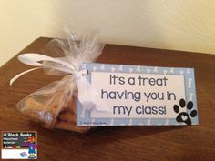 Printable tag & instructions for this adorable welcome back to school treat - https://oblockbooksblog.wordpress.com/2015/07/24/welcome-back-to-school-treats-printable-template/  #backtoschool