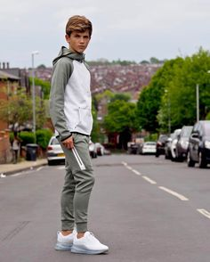 Cute Boy Outfits, Swag Outfits Men, Teen Fashion Outfits, Outfits For Teens, Mens Fashion, Teenage Boy Fashion, Beauty Of Boys, Male T Shirt, Casual Wear For Men