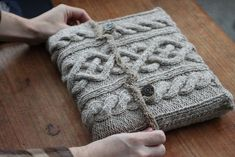Fabulous cable laptop cover! Knitting pattern