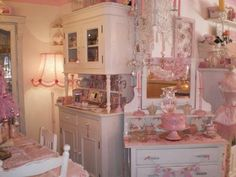 Olivia's Romantic Home: Kim's Shabby Chic Pink Palace Home Tour Shabby Chic Dining, Shabby Chic Living Room, Shabby Chic Interiors, Shabby Chic Pink, Shabby Chic Bedrooms, Shabby Chic Kitchen, Shabby Chic Cottage, Vintage Shabby Chic, Shabby Chic Homes