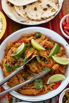 This easy Slow Cooker Chicken Fajita Bowls recipe uses store-bought rotisserie chicken. You wont find an easier slow cooker chicken recipe than this. Fajita Bowl Recipe, Chicken Fajita Bowl, Fajita Bowls, Chicken Fajitas, Roast Beef Recipes, Slow Cooker Recipes, Chicken Recipes, Healthy Chicken, Slow Cooker Times