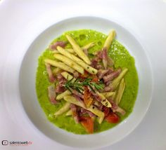 GUARDA IL VIDEO - http://www.salentoweb.tv/video/8392/maccheroni-pancetta-vellutata-zucchine-