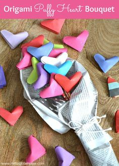This Origami Puffy Heart Bouquet makes a super sweet Valentine's Day gift! | Hello Little Home