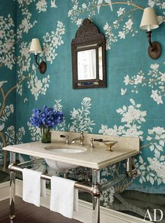 Mix and Chic: Gorgeous blue and white rooms!