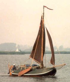 Een als jacht gebouwde Zeeuwse schouw.