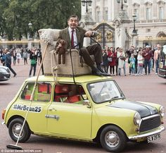 Mr Bean at Buckingham Palace on his green Mini to celebrate show's 25th anniversary | Daily Mail Online