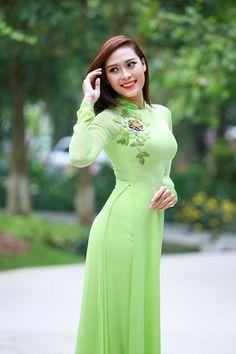 """thiếu nữ xinh đẹp ngày đầu năm với áo dài """"sắc xuân"""" hình 3"""